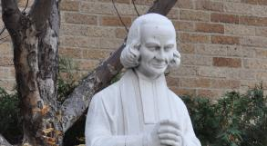 Photo Exterior Statue of Saint John Vianney