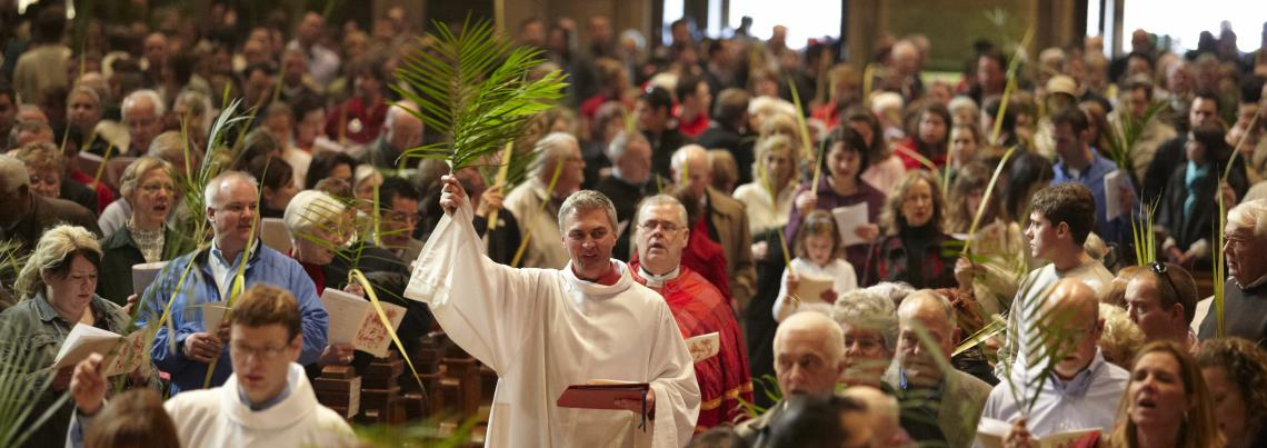 https://www.mary.org/sites/default/files/styles/page_image/public/assets/images/274-280-palm-sunday-procession-2011.jpg?itok=EvgyV2_3