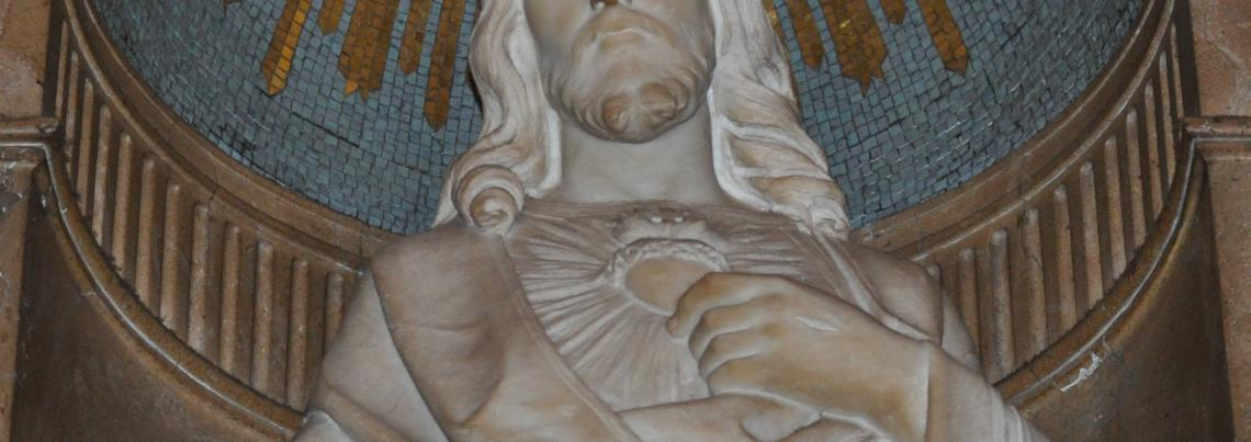 Photo Interior Statue of The Sacred Heart of Jesus