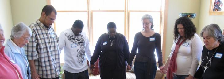 Photo Interior People Crossroads Praying