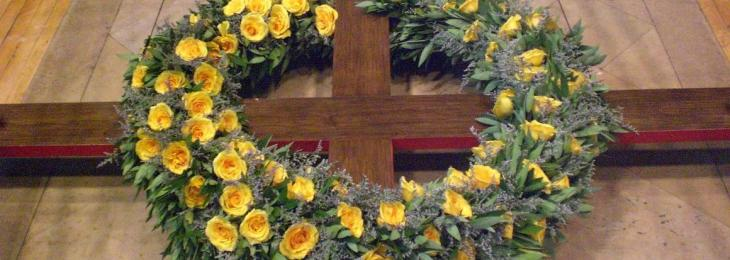 Photo Interior Liturgy Cross Flowers A Special Gift at Easter