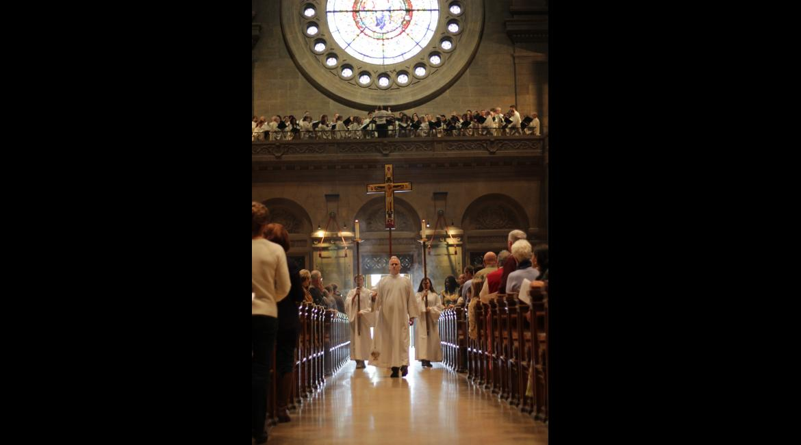 Cross and candles enter the Basilica.